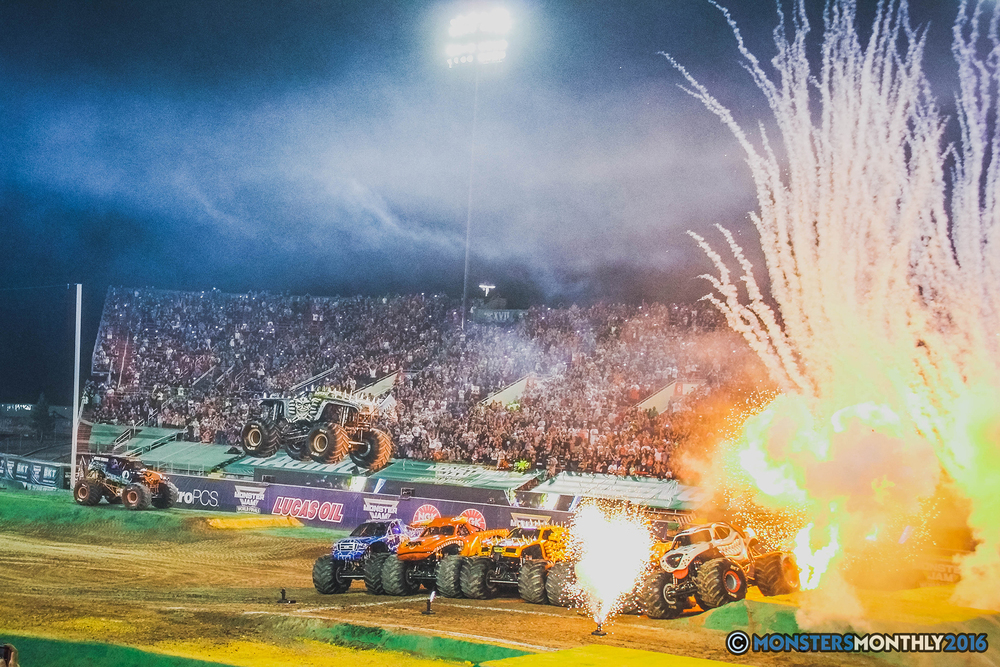 46-the-monster-jam-world-finals-racing-championship-pictures-2016-sam-boyd-stadium-las-vegas-monstersmonthly.jpg