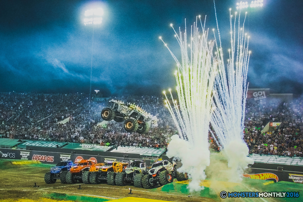 45-the-monster-jam-world-finals-racing-championship-pictures-2016-sam-boyd-stadium-las-vegas-monstersmonthly.jpg
