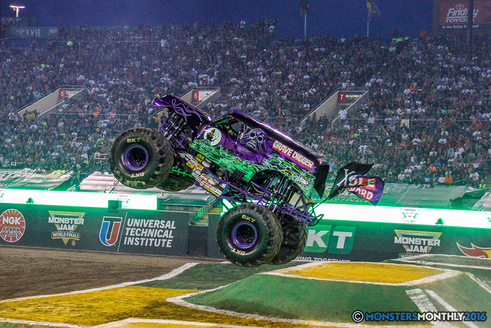 02-monster-jam-world-finals-17-march-2016-sam-boyd-stadium-las-vegas-monster-truck-racing-freestyle-gravedigger-maxd-monster-mutt-titan.jpg
