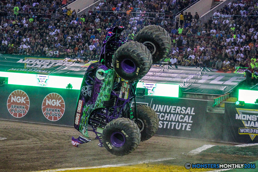 03-monster-jam-world-finals-17-march-2016-sam-boyd-stadium-las-vegas-monster-truck-racing-freestyle-gravedigger-maxd-monster-mutt-titan.jpg