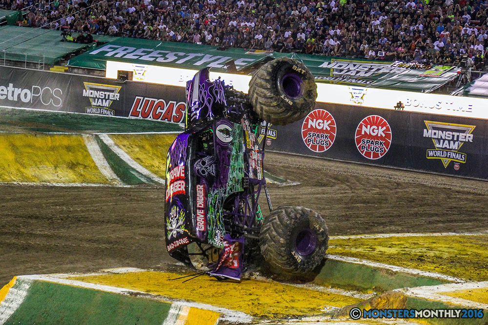 04-monster-jam-world-finals-17-march-2016-sam-boyd-stadium-las-vegas-monster-truck-racing-freestyle-gravedigger-maxd-monster-mutt-titan.jpg
