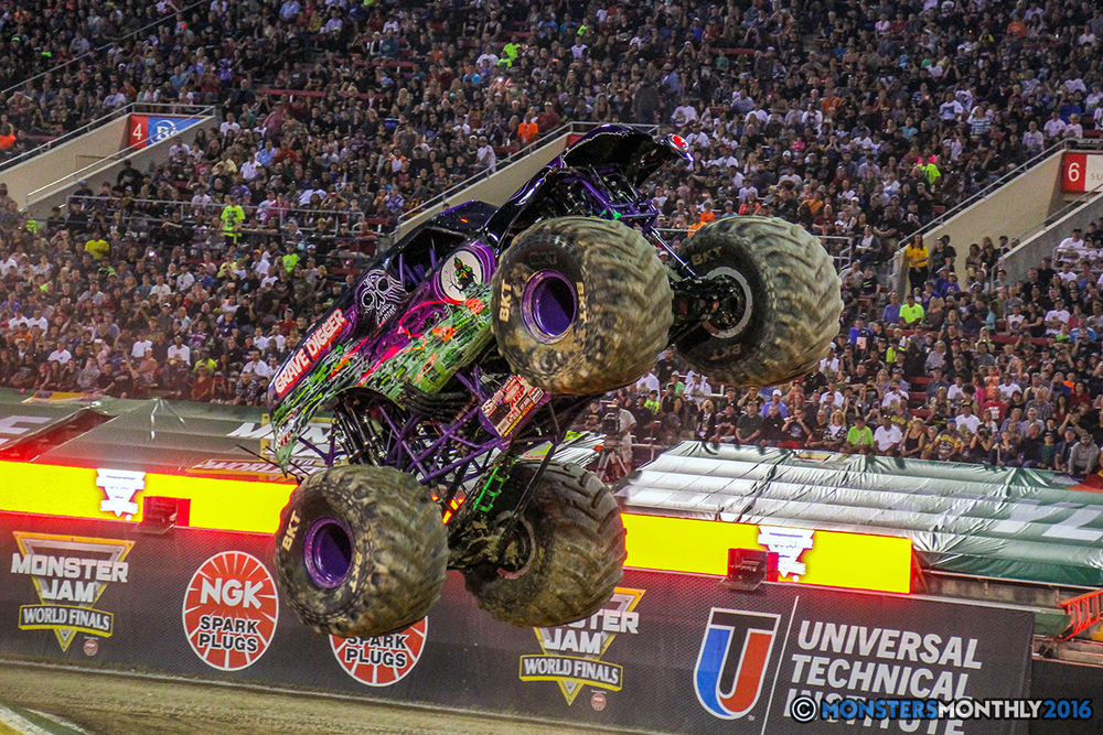 05-monster-jam-world-finals-17-march-2016-sam-boyd-stadium-las-vegas-monster-truck-racing-freestyle-gravedigger-maxd-monster-mutt-titan.jpg