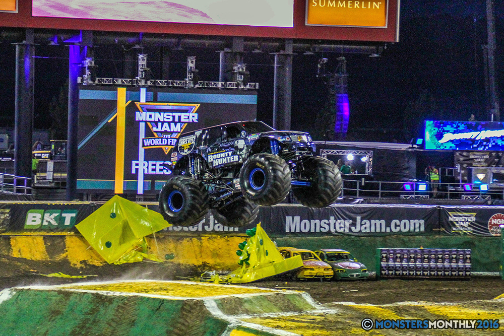 08-monster-jam-world-finals-17-march-2016-sam-boyd-stadium-las-vegas-monster-truck-racing-freestyle-gravedigger-maxd-monster-mutt-titan.jpg