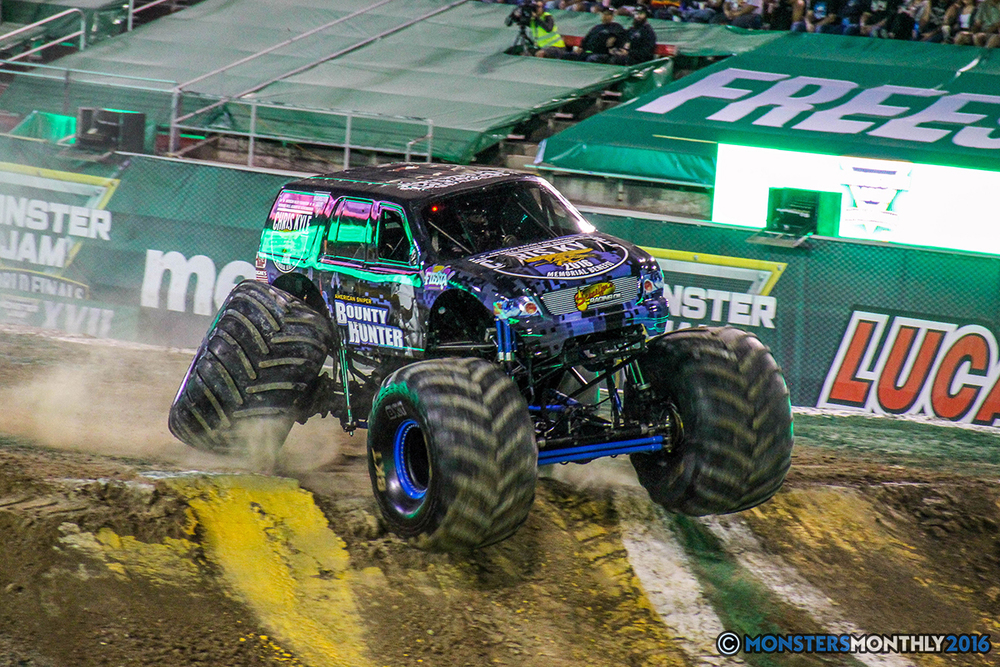 09-monster-jam-world-finals-17-march-2016-sam-boyd-stadium-las-vegas-monster-truck-racing-freestyle-gravedigger-maxd-monster-mutt-titan.jpg