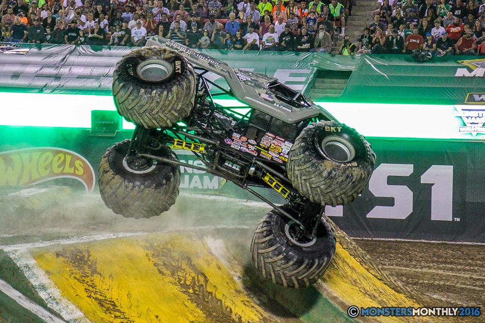 10-monster-jam-world-finals-17-march-2016-sam-boyd-stadium-las-vegas-monster-truck-racing-freestyle-gravedigger-maxd-monster-mutt-titan.jpg