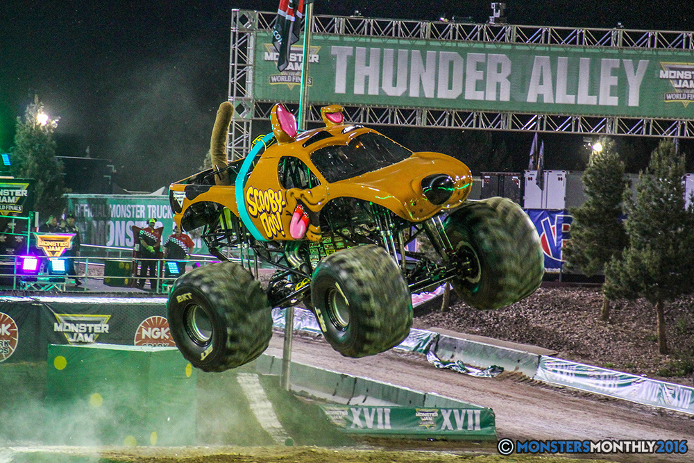 18-monster-jam-world-finals-17-march-2016-sam-boyd-stadium-las-vegas-monster-truck-racing-freestyle-gravedigger-maxd-monster-mutt-titan.jpg