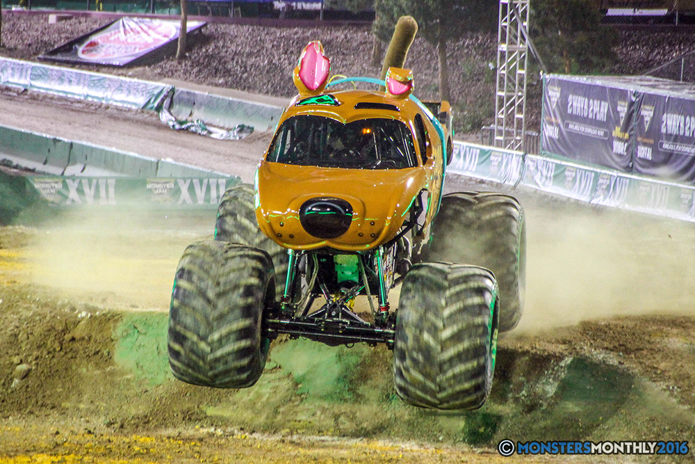 19-monster-jam-world-finals-17-march-2016-sam-boyd-stadium-las-vegas-monster-truck-racing-freestyle-gravedigger-maxd-monster-mutt-titan.jpg