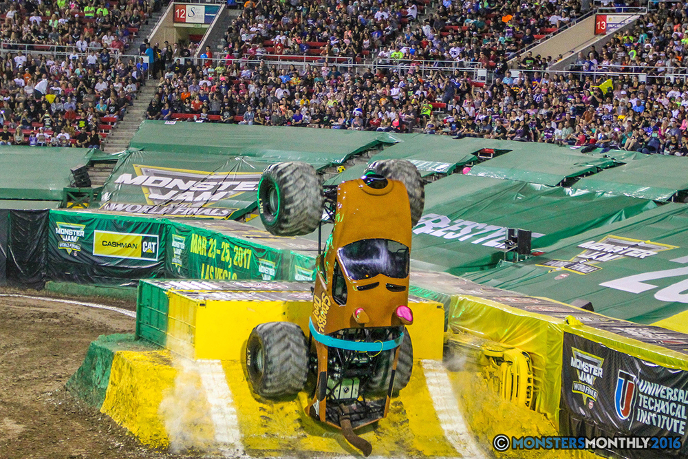 21-monster-jam-world-finals-17-march-2016-sam-boyd-stadium-las-vegas-monster-truck-racing-freestyle-gravedigger-maxd-monster-mutt-titan.jpg