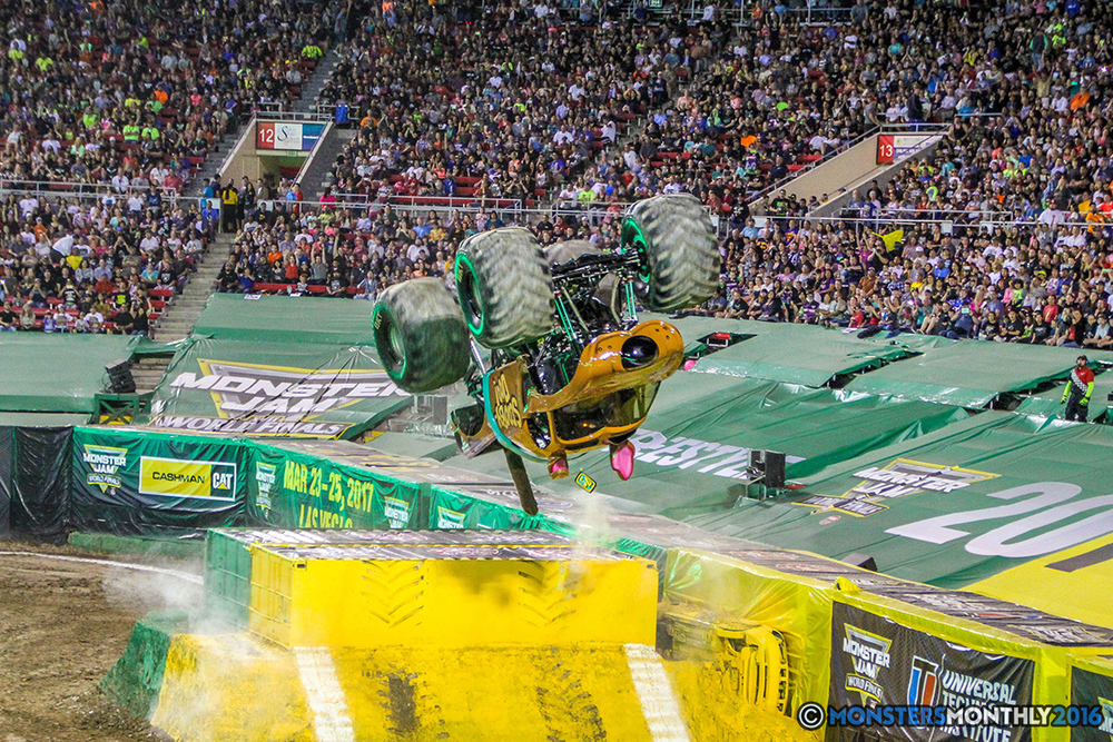 23-monster-jam-world-finals-17-march-2016-sam-boyd-stadium-las-vegas-monster-truck-racing-freestyle-gravedigger-maxd-monster-mutt-titan.jpg