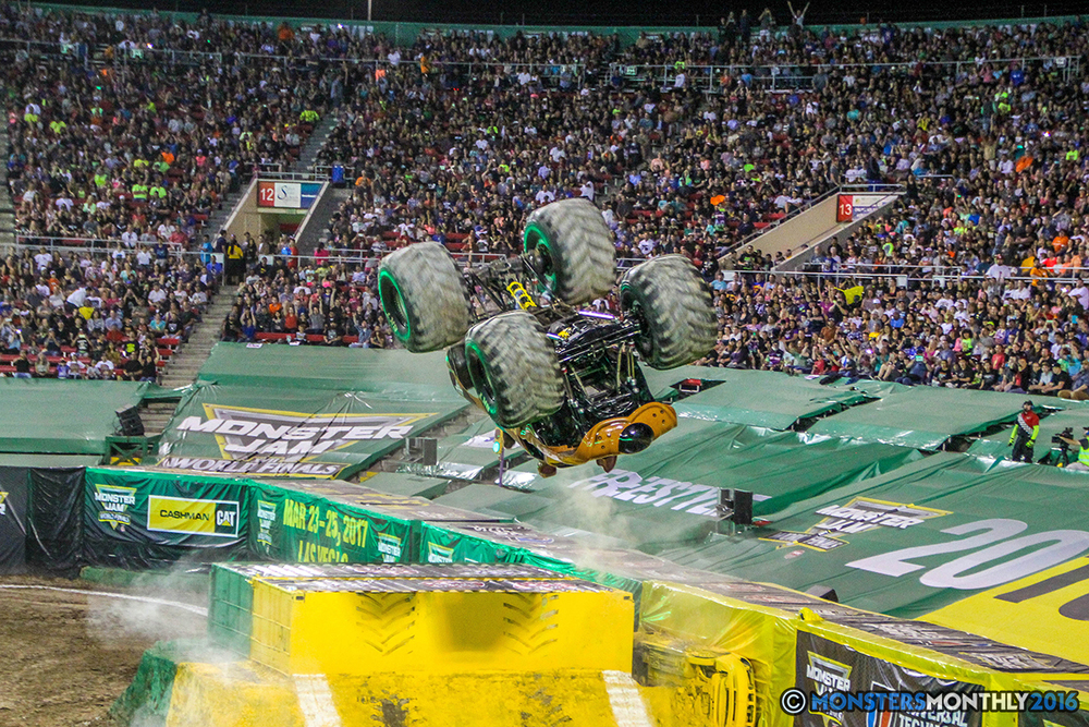 24-monster-jam-world-finals-17-march-2016-sam-boyd-stadium-las-vegas-monster-truck-racing-freestyle-gravedigger-maxd-monster-mutt-titan.jpg