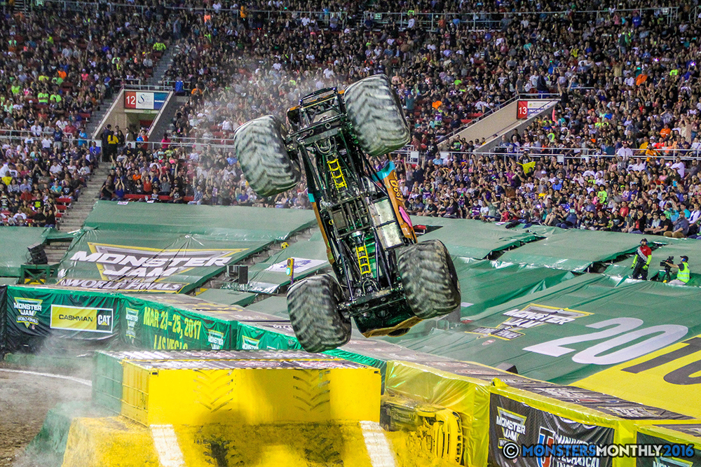 25-monster-jam-world-finals-17-march-2016-sam-boyd-stadium-las-vegas-monster-truck-racing-freestyle-gravedigger-maxd-monster-mutt-titan.jpg