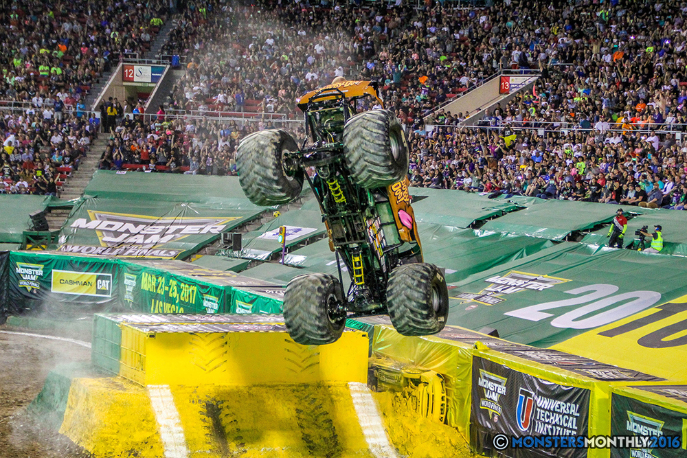 26-monster-jam-world-finals-17-march-2016-sam-boyd-stadium-las-vegas-monster-truck-racing-freestyle-gravedigger-maxd-monster-mutt-titan.jpg