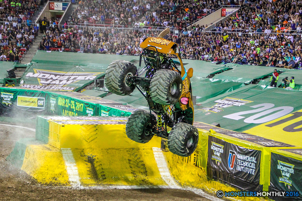 27-monster-jam-world-finals-17-march-2016-sam-boyd-stadium-las-vegas-monster-truck-racing-freestyle-gravedigger-maxd-monster-mutt-titan.jpg