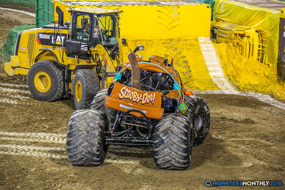 29-monster-jam-world-finals-17-march-2016-sam-boyd-stadium-las-vegas-monster-truck-racing-freestyle-gravedigger-maxd-monster-mutt-titan.jpg