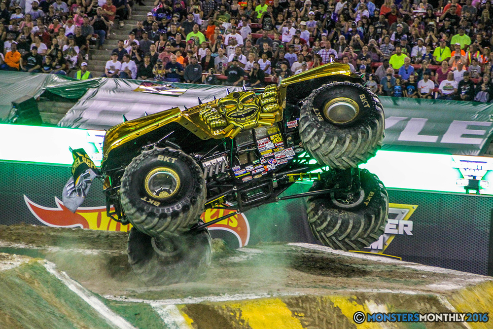 30-monster-jam-world-finals-17-march-2016-sam-boyd-stadium-las-vegas-monster-truck-racing-freestyle-gravedigger-maxd-monster-mutt-titan.jpg