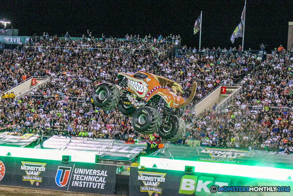 31-monster-jam-world-finals-17-march-2016-sam-boyd-stadium-las-vegas-monster-truck-racing-freestyle-gravedigger-maxd-monster-mutt-titan.jpg