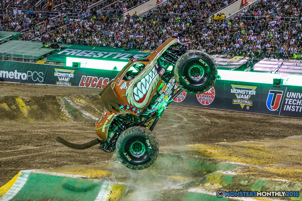 32-monster-jam-world-finals-17-march-2016-sam-boyd-stadium-las-vegas-monster-truck-racing-freestyle-gravedigger-maxd-monster-mutt-titan.jpg