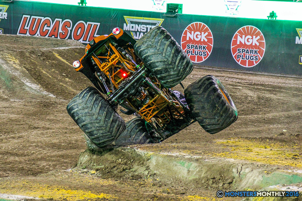 36-monster-jam-world-finals-17-march-2016-sam-boyd-stadium-las-vegas-monster-truck-racing-freestyle-gravedigger-maxd-monster-mutt-titan.jpg