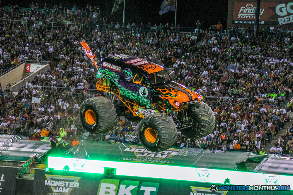 37-monster-jam-world-finals-17-march-2016-sam-boyd-stadium-las-vegas-monster-truck-racing-freestyle-gravedigger-maxd-monster-mutt-titan.jpg