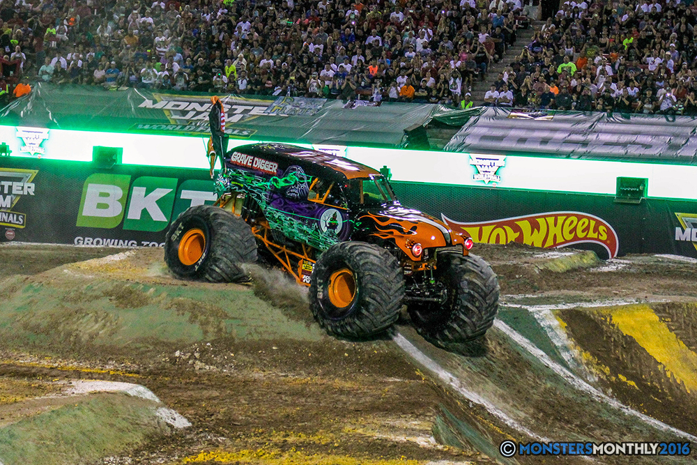 38-monster-jam-world-finals-17-march-2016-sam-boyd-stadium-las-vegas-monster-truck-racing-freestyle-gravedigger-maxd-monster-mutt-titan.jpg