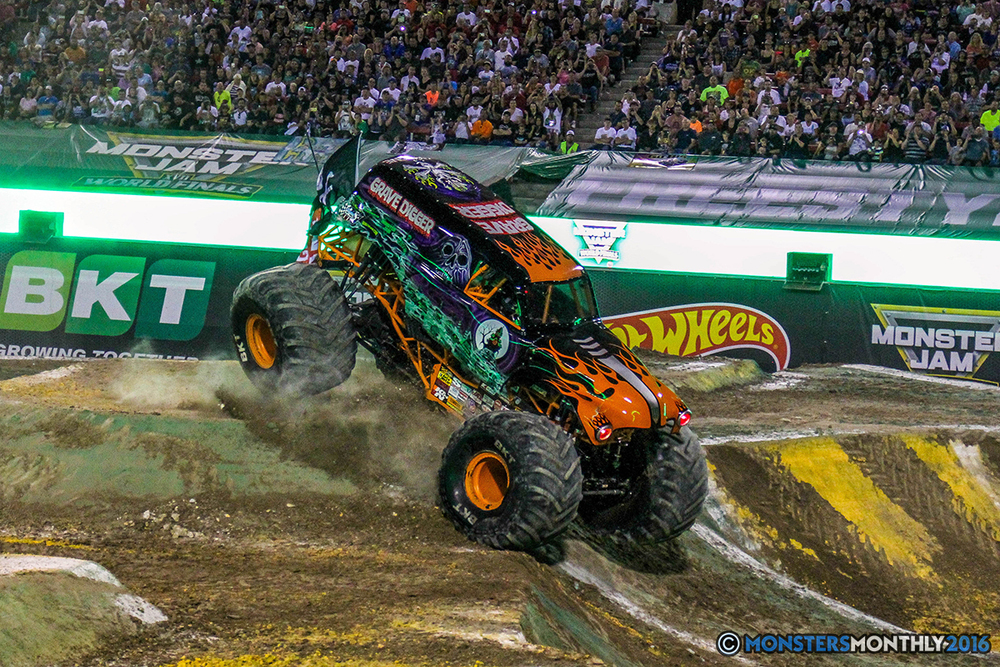39-monster-jam-world-finals-17-march-2016-sam-boyd-stadium-las-vegas-monster-truck-racing-freestyle-gravedigger-maxd-monster-mutt-titan.jpg