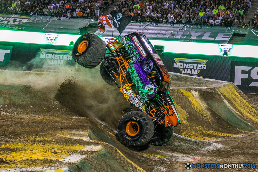 40-monster-jam-world-finals-17-march-2016-sam-boyd-stadium-las-vegas-monster-truck-racing-freestyle-gravedigger-maxd-monster-mutt-titan.jpg