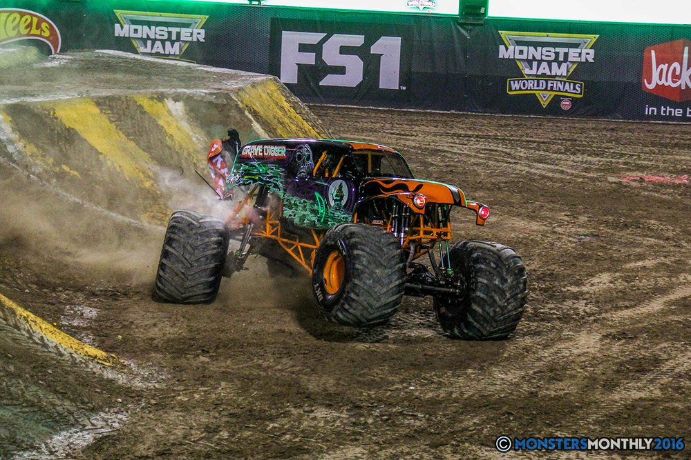 43-monster-jam-world-finals-17-march-2016-sam-boyd-stadium-las-vegas-monster-truck-racing-freestyle-gravedigger-maxd-monster-mutt-titan.jpg