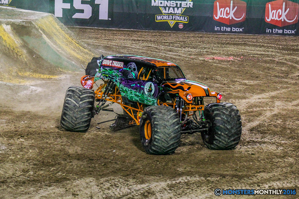 44-monster-jam-world-finals-17-march-2016-sam-boyd-stadium-las-vegas-monster-truck-racing-freestyle-gravedigger-maxd-monster-mutt-titan.jpg