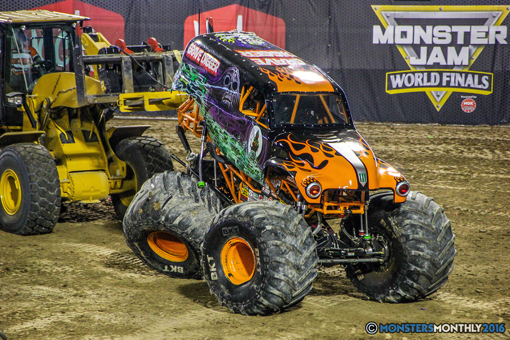 45-monster-jam-world-finals-17-march-2016-sam-boyd-stadium-las-vegas-monster-truck-racing-freestyle-gravedigger-maxd-monster-mutt-titan.jpg