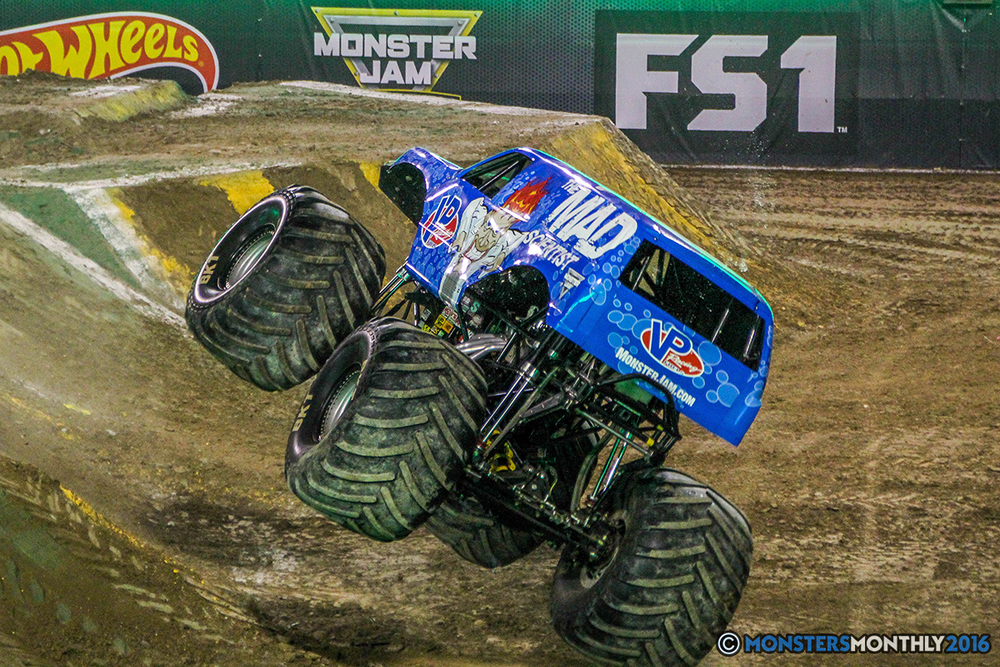 63-monster-jam-world-finals-17-march-2016-sam-boyd-stadium-las-vegas-monster-truck-racing-freestyle-gravedigger-maxd-monster-mutt-titan.jpg