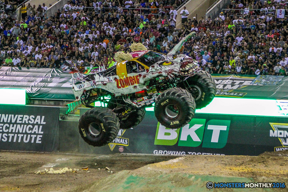 70-monster-jam-world-finals-17-march-2016-sam-boyd-stadium-las-vegas-monster-truck-racing-freestyle-gravedigger-maxd-monster-mutt-titan.jpg