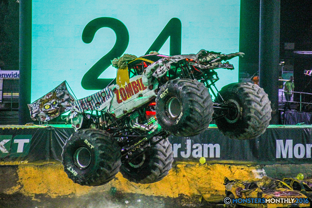 74-monster-jam-world-finals-17-march-2016-sam-boyd-stadium-las-vegas-monster-truck-racing-freestyle-gravedigger-maxd-monster-mutt-titan.jpg