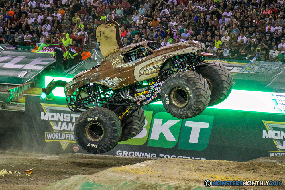 82-monster-jam-world-finals-17-march-2016-sam-boyd-stadium-las-vegas-monster-truck-racing-freestyle-gravedigger-maxd-monster-mutt-titan.jpg