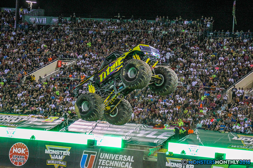 86-monster-jam-world-finals-17-march-2016-sam-boyd-stadium-las-vegas-monster-truck-racing-freestyle-gravedigger-maxd-monster-mutt-titan.jpg