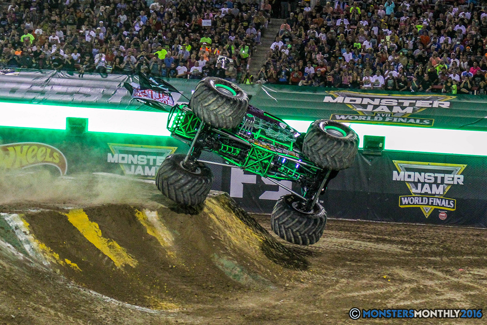 89-monster-jam-world-finals-17-march-2016-sam-boyd-stadium-las-vegas-monster-truck-racing-freestyle-gravedigger-maxd-monster-mutt-titan.jpg
