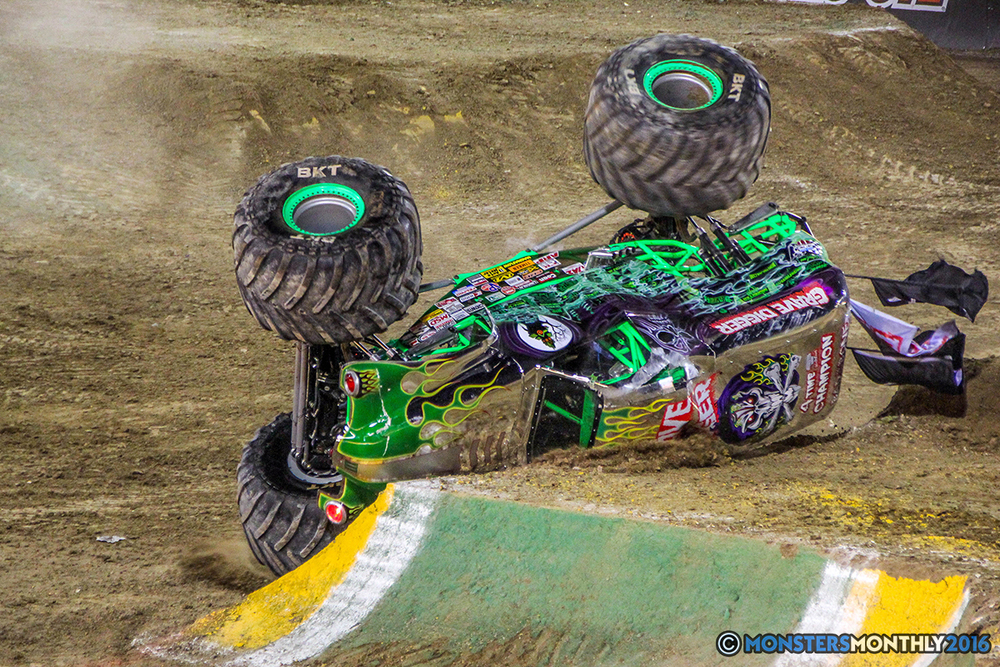 91-monster-jam-world-finals-17-march-2016-sam-boyd-stadium-las-vegas-monster-truck-racing-freestyle-gravedigger-maxd-monster-mutt-titan.jpg