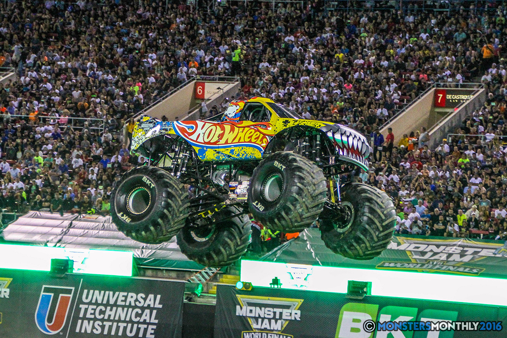 120-monster-jam-world-finals-17-march-2016-sam-boyd-stadium-las-vegas-monster-truck-racing-freestyle-gravedigger-maxd-monster-mutt-titan.jpg