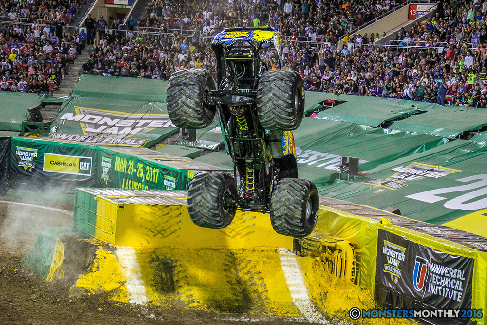 128-monster-jam-world-finals-17-march-2016-sam-boyd-stadium-las-vegas-monster-truck-racing-freestyle-gravedigger-maxd-monster-mutt-titan.jpg