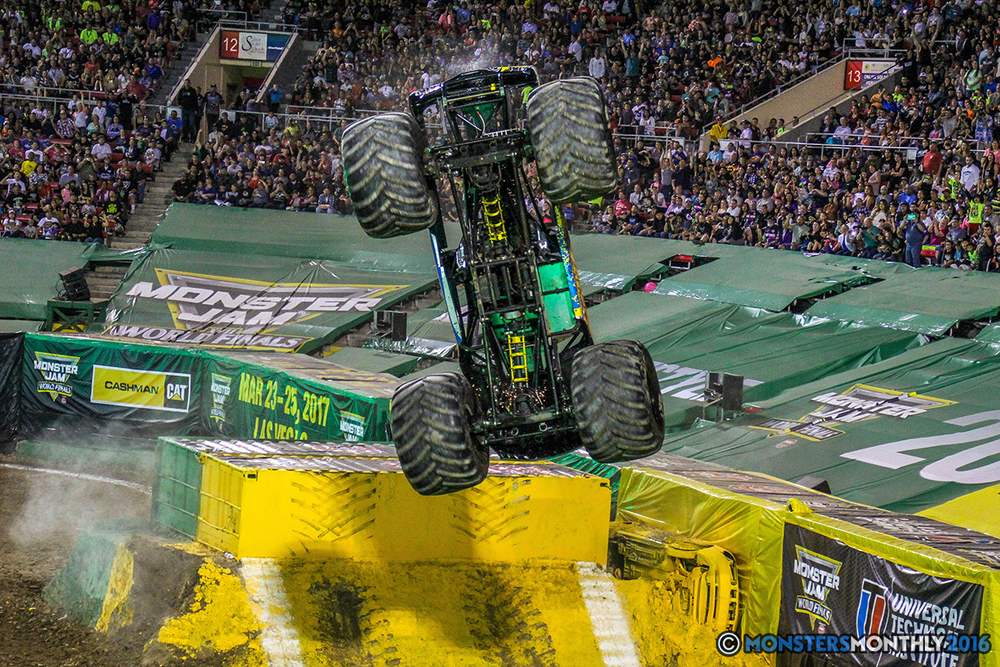127-monster-jam-world-finals-17-march-2016-sam-boyd-stadium-las-vegas-monster-truck-racing-freestyle-gravedigger-maxd-monster-mutt-titan.jpg