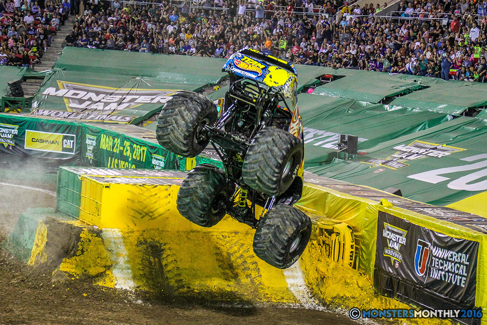 129-monster-jam-world-finals-17-march-2016-sam-boyd-stadium-las-vegas-monster-truck-racing-freestyle-gravedigger-maxd-monster-mutt-titan.jpg