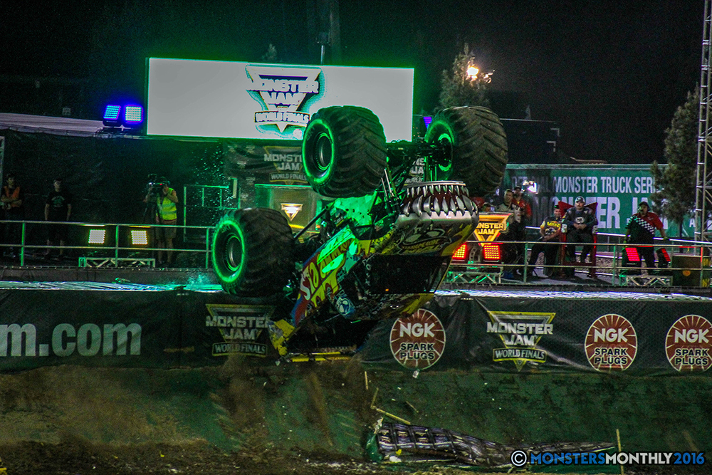 137-monster-jam-world-finals-17-march-2016-sam-boyd-stadium-las-vegas-monster-truck-racing-freestyle-gravedigger-maxd-monster-mutt-titan.jpg