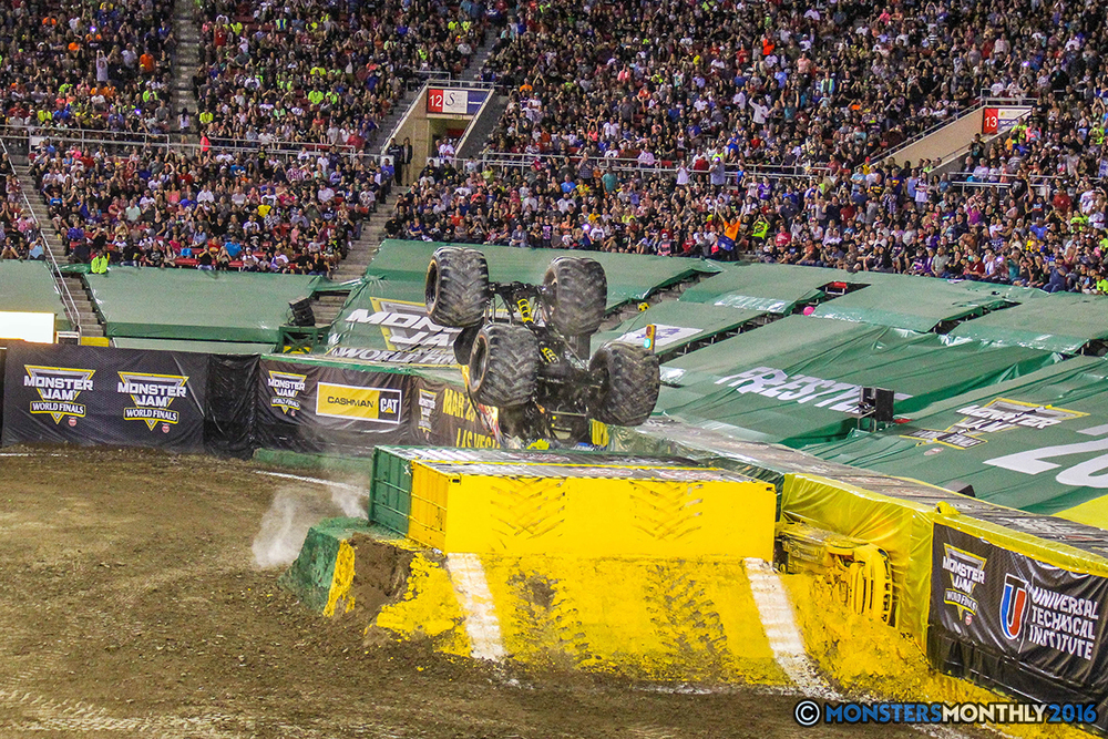 143-monster-jam-world-finals-17-march-2016-sam-boyd-stadium-las-vegas-monster-truck-racing-freestyle-gravedigger-maxd-monster-mutt-titan.jpg