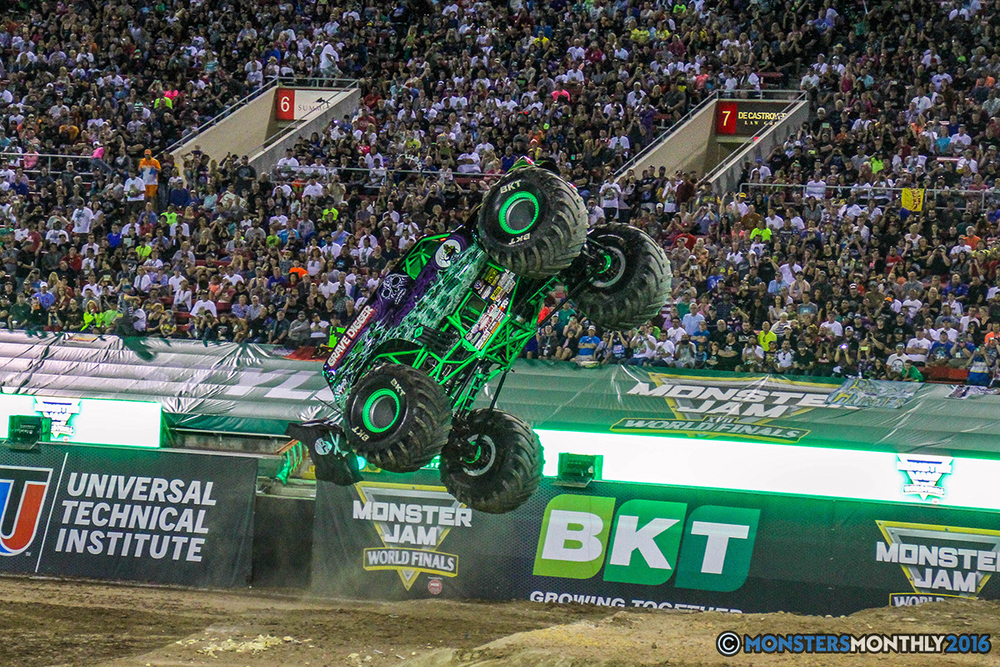 163-monster-jam-world-finals-17-march-2016-sam-boyd-stadium-las-vegas-monster-truck-racing-freestyle-gravedigger-maxd-monster-mutt-titan.jpg