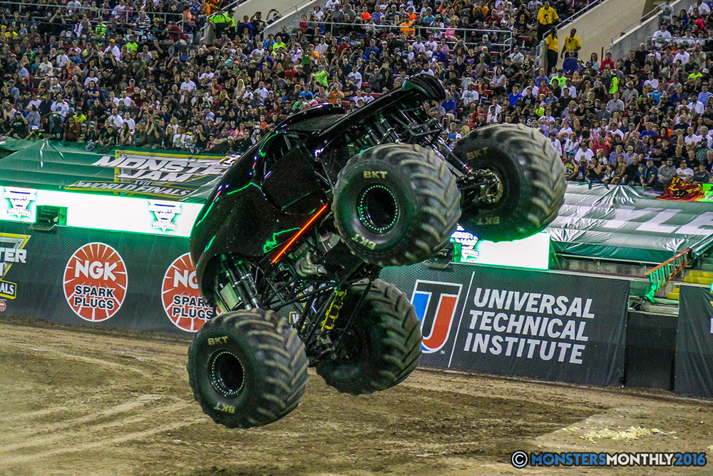 168-monster-jam-world-finals-17-march-2016-sam-boyd-stadium-las-vegas-monster-truck-racing-freestyle-gravedigger-maxd-monster-mutt-titan.jpg