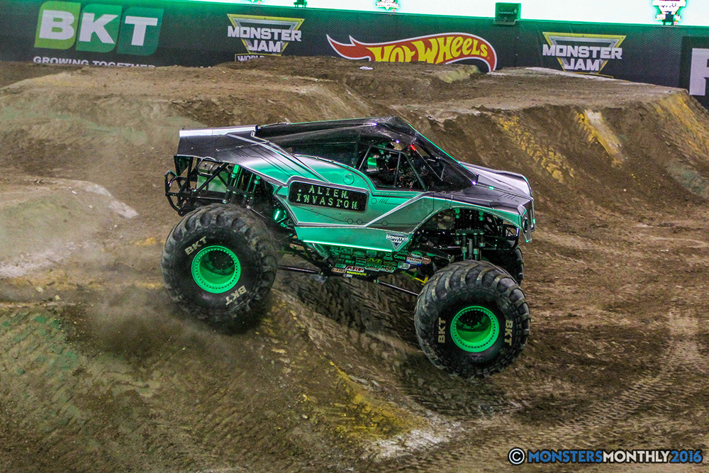 180-monster-jam-world-finals-17-march-2016-sam-boyd-stadium-las-vegas-monster-truck-racing-freestyle-gravedigger-maxd-monster-mutt-titan.jpg