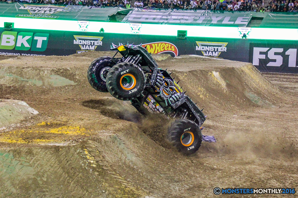 188-monster-jam-world-finals-17-march-2016-sam-boyd-stadium-las-vegas-monster-truck-racing-freestyle-gravedigger-maxd-monster-mutt-titan.jpg