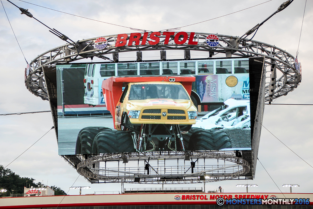 30-monsters-monthly-thompson-metal-monster-truck-madness-2016-bristol-motor-speedway-bigfoot-heavy-hitter-hooked-stone-crusher-quad-chaos-dawg-pound-dirt-crew.jpg
