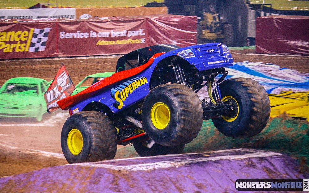 04-monster-jam-georgia-dome-2011-monster-truck-racing-freestyle-monsters-monthly-grave-digger-avenger-maximum-desruction.jpg