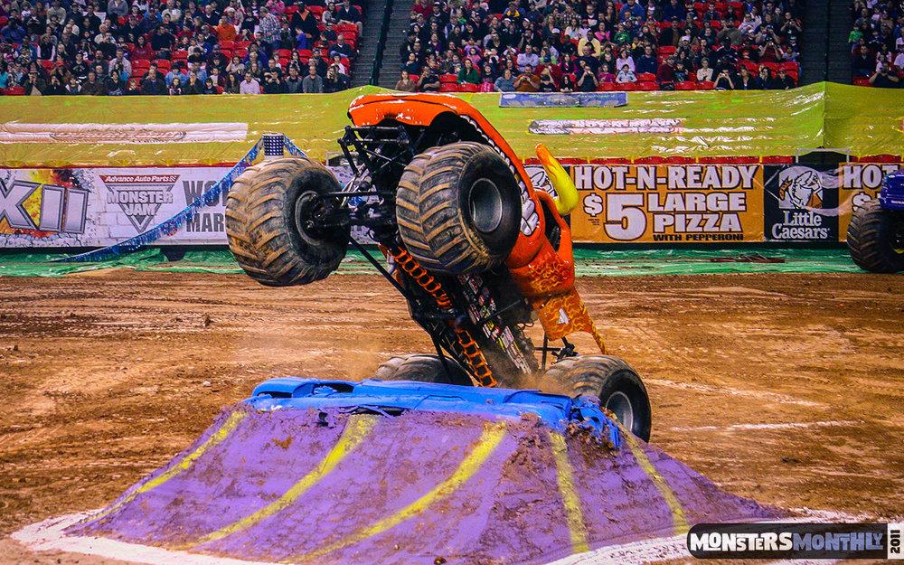 07-monster-jam-georgia-dome-2011-monster-truck-racing-freestyle-monsters-monthly-grave-digger-avenger-maximum-desruction.jpg