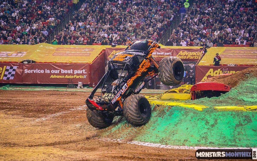 17-monster-jam-georgia-dome-2011-monster-truck-racing-freestyle-monsters-monthly-grave-digger-avenger-maximum-desruction.jpg